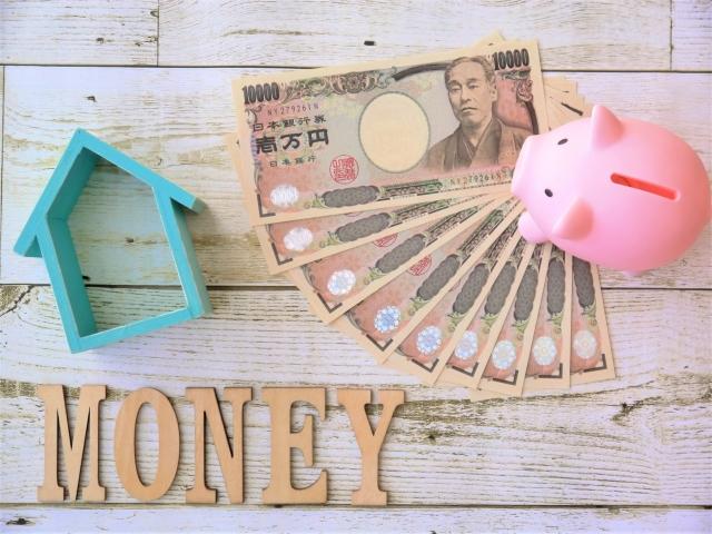 お金を使うか将来のために使うかのイメージ。